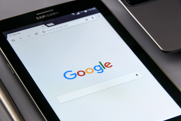 Google is Displaying Local Business Listings in Search Results Differently Across Mobile Browsers